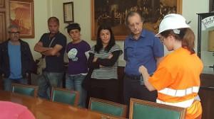 Abans de la visita, s'ha portat a terme una xerrada prèvia per explicar les mesures de seguretat que calia adoptar a l'interior de la mina.